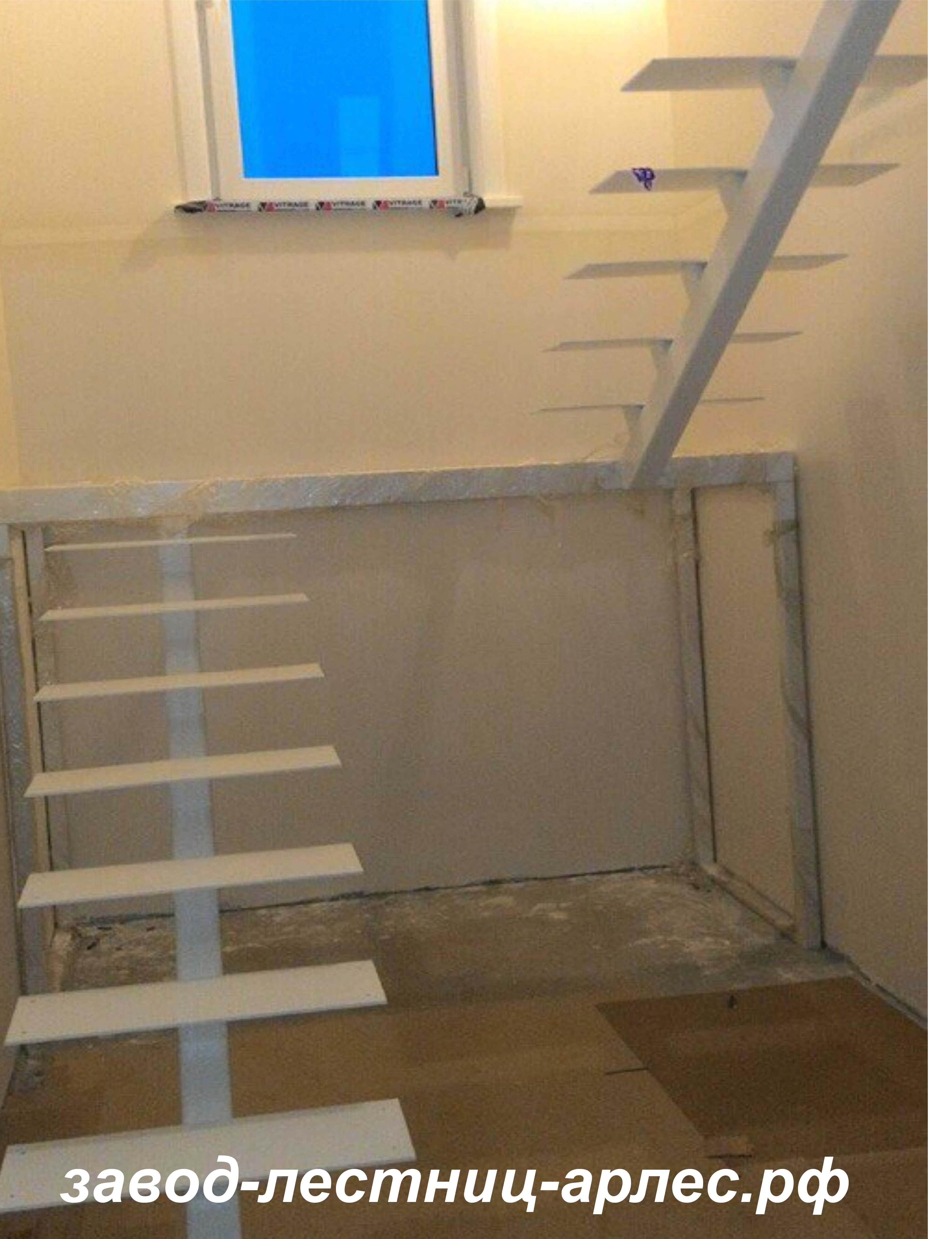 металлический лестница на монокосоуре