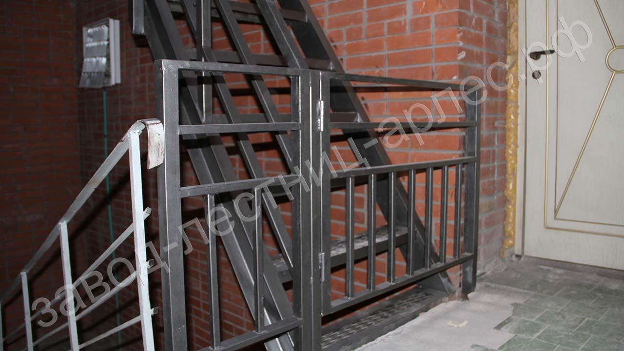 эвакуационная лестница металлокаркас