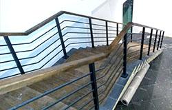 металлический лестница