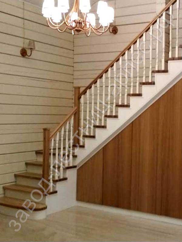 Г образный металлокаркас лестницы с облицовкой деревом