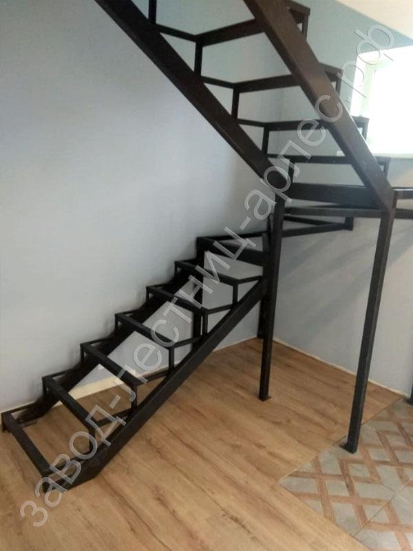 Металлокаркас лестницы П образная